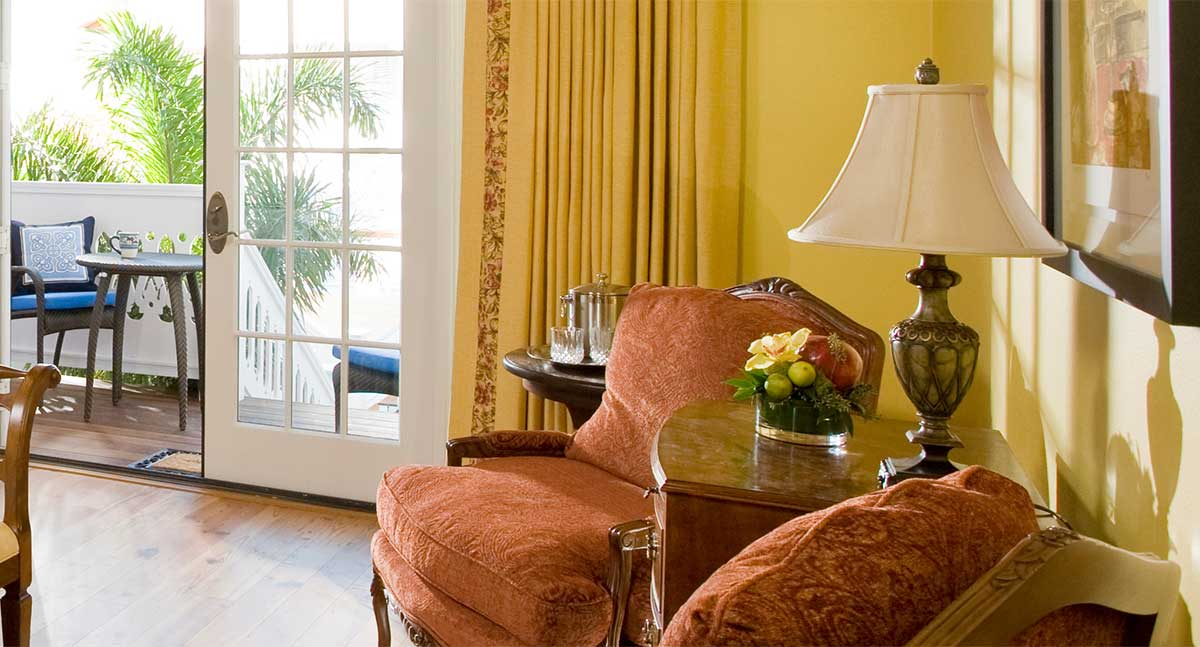 The Yellow Room - Sitting area