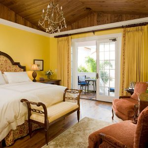 The Yellow Room bed and seating area