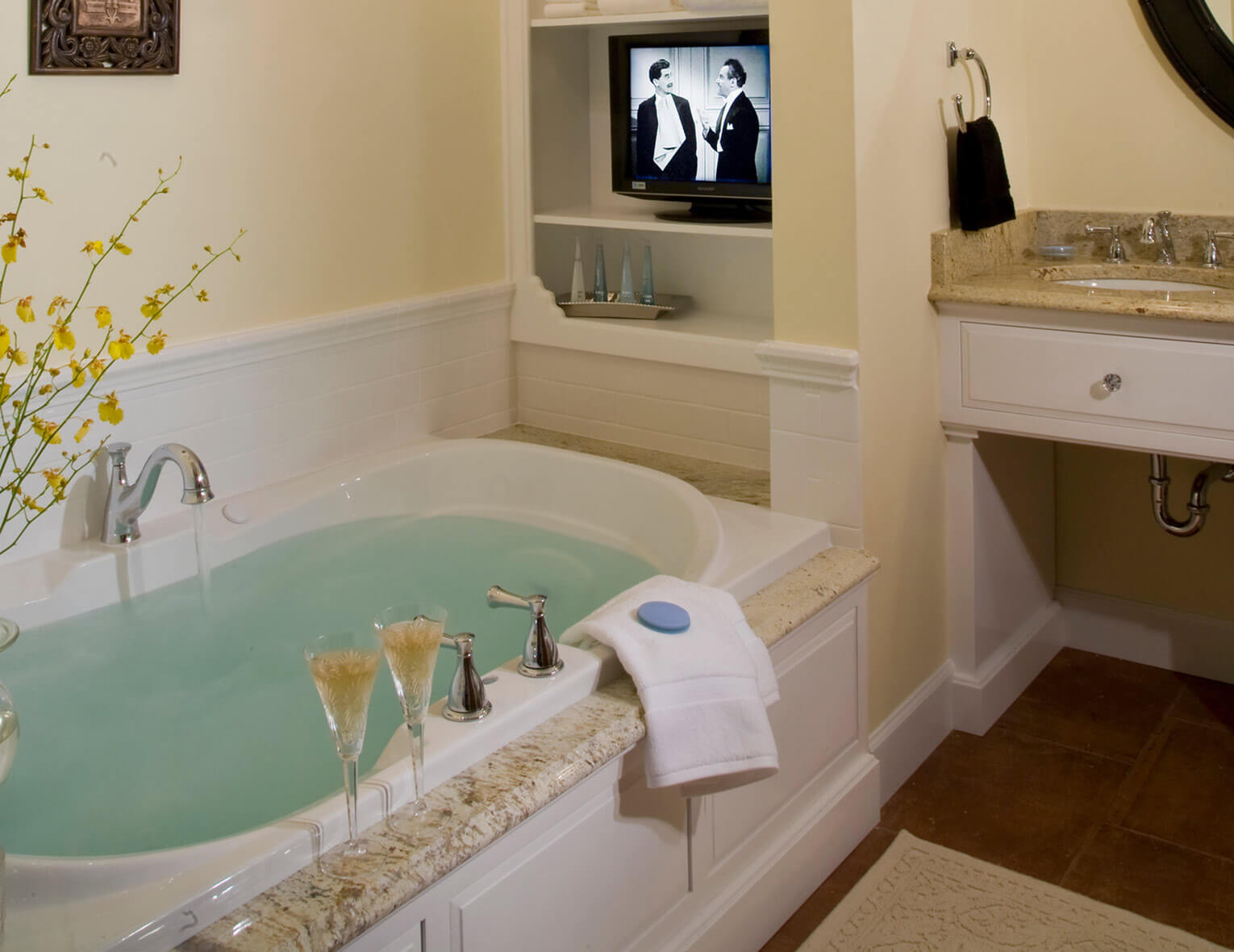 Mangrove Suite spa bath