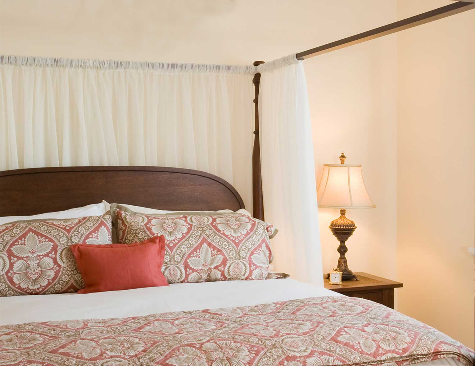 Room with bed and side table with lamp