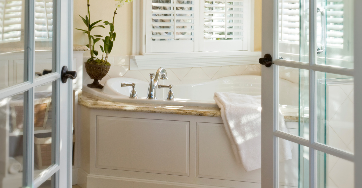 Florida Honeymoon Packages - Carriage House Tub