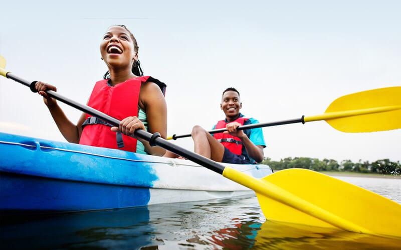 couple kayaking in Florida