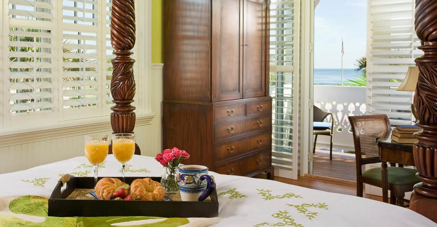 the sunrise room with breakfast